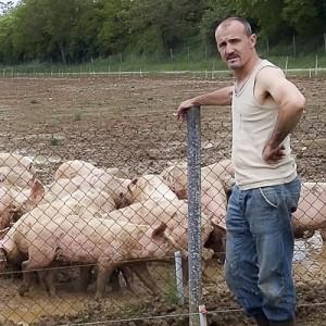Fermier propriétaire exploitation agricole Péguet